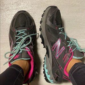 NB 573v2 sneakers